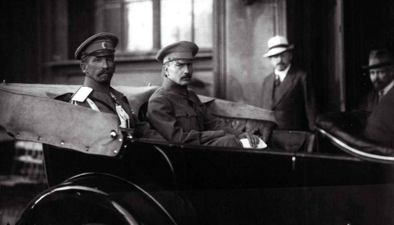 Лавр Корнилов и Борис Савинков в августе 1917 года.