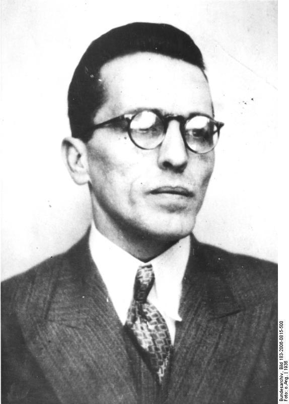 Луис Карлос Престес (порт. Luís Carlos Prestes; 3 января 1898, Порту-Алегри — 7 марта 1990, Рио-де-Жанейро) — бразильский политик, деятель бразильского коммунистического движения.